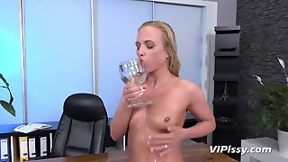Vipissy - Piss Fuck With Naughty Blonde Vinna Reed