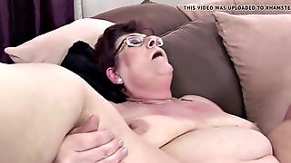 Granny With Saggy Tits Gets Into Pissing Foursome
