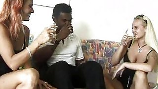 Amateur Interracial Threesome With Cum