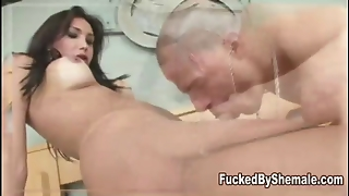 Shemale Squirts Her Jizz