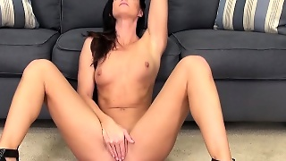 Slender Milf With A Spicy Ass India Summer Is Longing For Wild Action