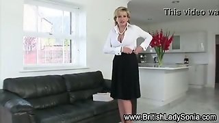 Mature Lady Sonia Gets Off