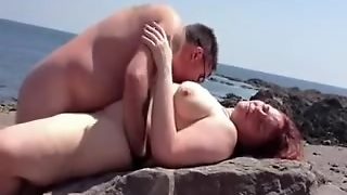 Amateur Couple Fucking At The Beach