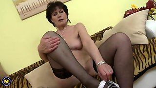 Mature Lady In Pantyhose Puts On A Show