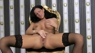 Sexxy German Rubs & Plays On Webcam