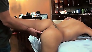 Pleasuring Babe With Massage