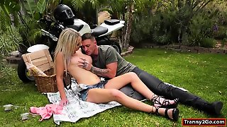 Tranny Kayleigh Coxx Assfingered While Sucked N Anal Outside