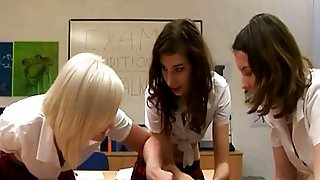 Cfnm Schoolgirls Eager To Tug Dick