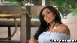 Genesismagazine Video: Lela Star