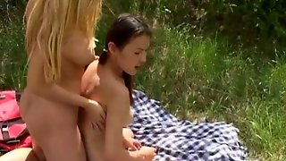 Teen Eating Pussy And Toying Outside