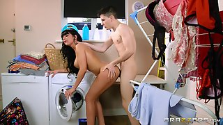 Gorgeous Valentina Ricci Gets Nailed In The Laundry Room