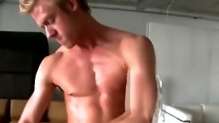 Straight Muscley Amateur Hunk