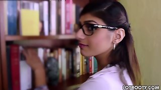 Huge Tits And Big Booty Arabic Babe Mia Khalifa Gets Fu