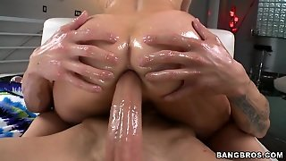 Sensual Blonde With An Oiled Ass