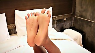 Gorgeous Ladyboy Enjoying Footfetish