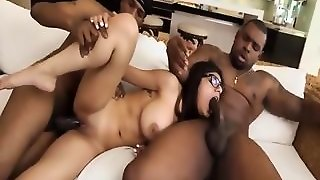 Hot Sexy Mia Khalifa Wants A Cock To Fuck
