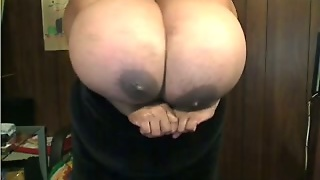 Huge-Breasted Ebony Mom Shows Her Gigantic Boobs And Rubs Them